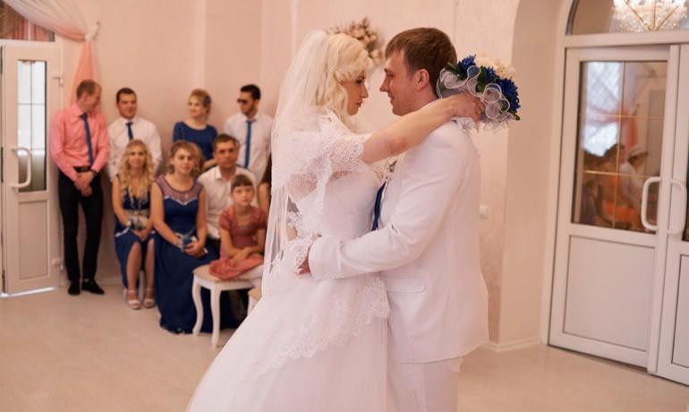 Кольчугино свадебная прическа